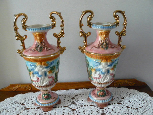 Two Beautiful Capodimonte Vases With Angels Catawiki