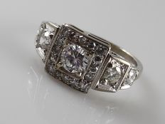 18k white gold Art Deco-style ring with 21 brilliant cut diamonds, 1.50 ct in total