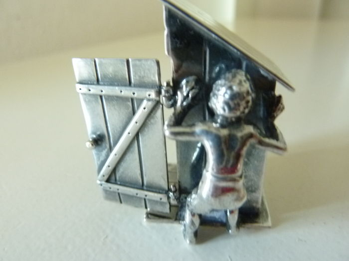 Silver miniature toilet house with peeking boy, Niekerk Schoonhoven, 20th century.