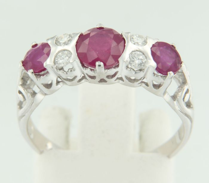 14 kt white gold ring with brilliant cut ruby and diamond, ring size 17 (53)