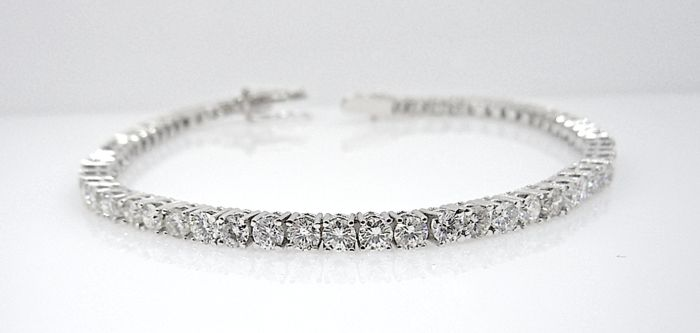 4.70 ct tennis bracelet - 18 kt white gold – 65 brilliant-cut diamonds – Size: 18 cm