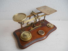 Large English mail scales, complete with weights - Calibrated from 1871