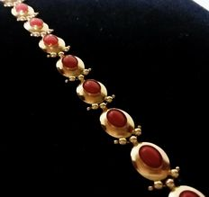 Bracelet in yellow gold and Mediterranean coral (red coral, Sardinia)