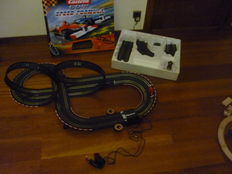 Carrera - Scale 1/32 - Lot with slot car race track and 3 models: 1 x Renault de Alonzo 'Red Bull' and 2 x generic race cars