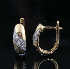 14kt gold diamond earrings total 0.21ct & 3.9gr. & Measurements: 16.2 x 13 x 6mm - 0.21ct .G-H/SI1-P1. No Reserve Price
