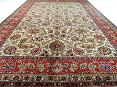 "Keshan – 345 x 239 cm – ""Large, light, oriental rug in beautiful  condition."""