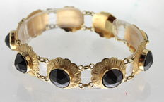 Yellow gold bracelet inlaid with garnet