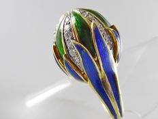 Yellow gold Art Nouveau ring in the shape of a flower bud, leaves inlaid with enamel and bud with 34 diamonds, 1.00 ct in total