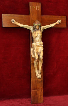 Large size Christ on the Cross in polychrome stucco