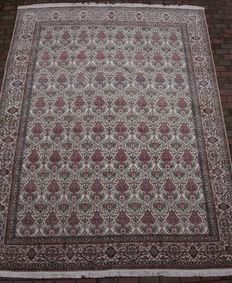Magnificent Nain Djandagh carpet – 1,200,000 knots per m².