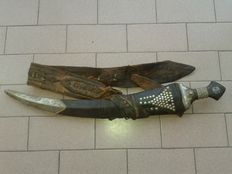 Old Jambiya combat dagger - Yemen/Middle East - early 20th century