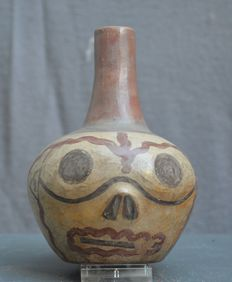 Pre-Colombian jug painted with a skull decor - 13.3 cm