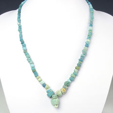 Necklace with Roman turquoise and blue glass beads, including clasp - 48,5 cm