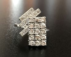 Gorgeous platinum ring with geometric table in diamond pavé, G-VS