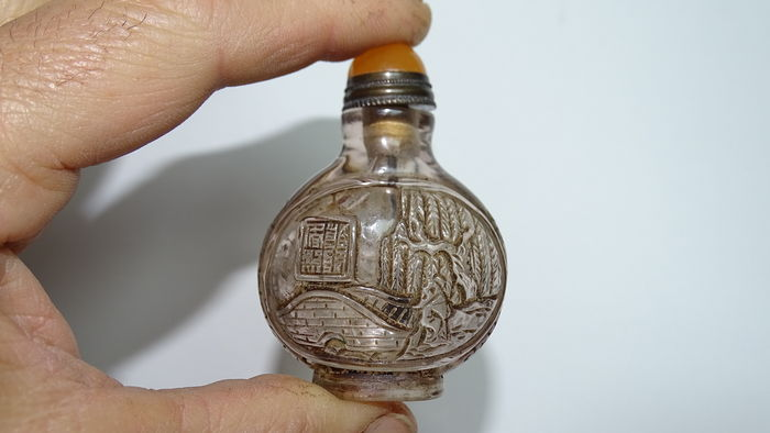 Superb snuff box carved and signed in Beijing glass - China - Early 20th century