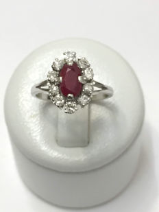 Oval ring in gold and platinum, set with a ruby and diamonds for a total of 1.46 ct Top Wesselton