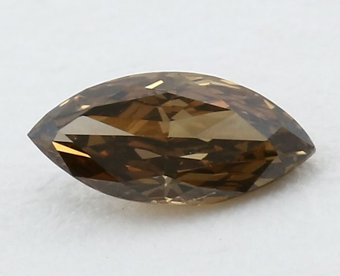 Diamante fancy naturale marrone scuro da 0,31 ct, con certificato IGI