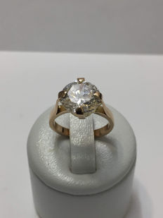 Solitaire ring in pink gold and zirconium.
