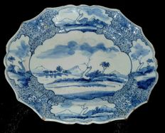 """La Hache de porcelaine"" - earthenware dish from Delft"