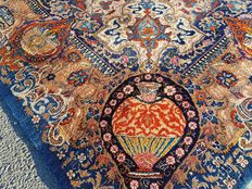 Incredible and breathtaking rare Persian Kaschmar! 100 % hand-woven !