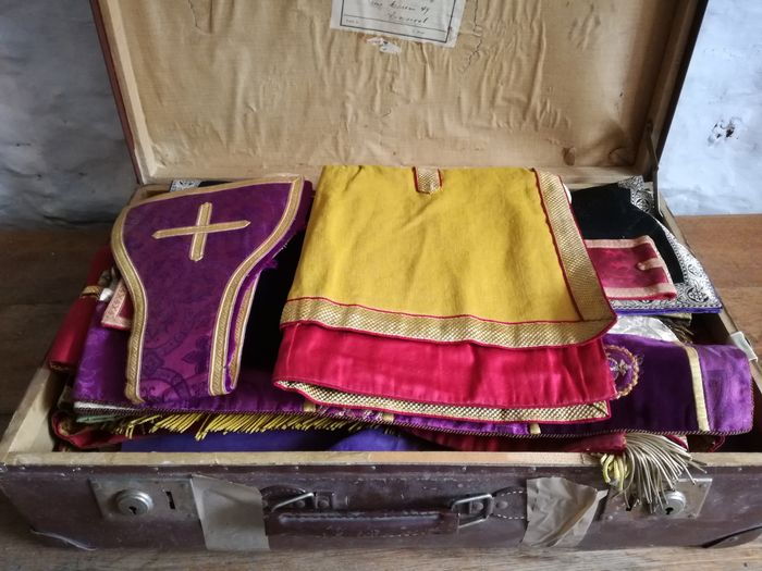 Large lot of liturgical textiles - corporals, copes, manipules, stoles - Begin 20th c.
