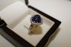 18 kt White Gold Cocktail Ring with Natural Blue Tanzanite and Diamonds of 7.61 ct - Certified by GIA.