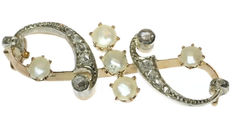Victorian yellow gold brooch with pearls and diamonds encrusted in silver,  1890