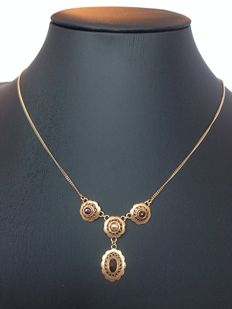14 kt gold necklace/chocker set with garnets. Can be worn at 2 different lengths.