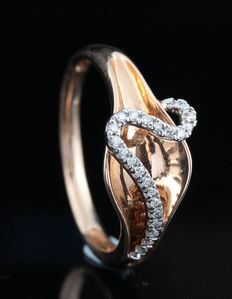 14kt gold diamond ring total approx. 0.08ct.