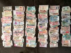 World - Collection of 300 notes from around the world