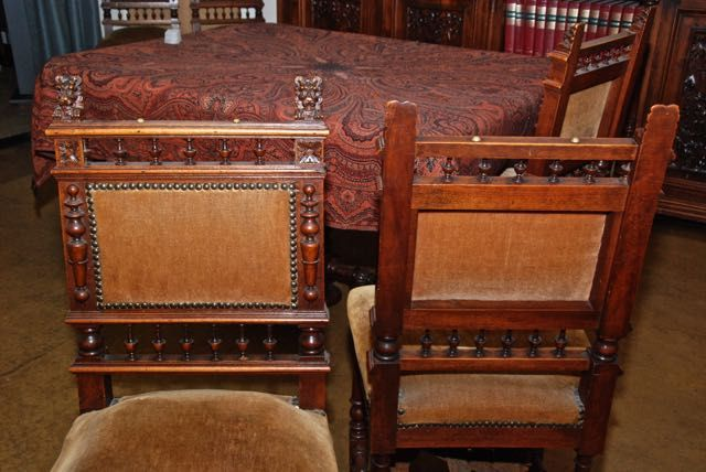 Mechlinian (Belgian) Style: 6 Elegant Chairs With Lion Heads + Fold Out  Table With Lion Heads (lot 1)