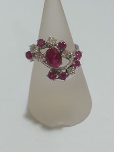 Ring with 0.55 ct brilliant cut diamonds G/VVS2, and 1.7 ct red rubies, clarity VVS2.