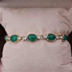Yellow Gold Bracelet set with Emeralds and Diamonds.