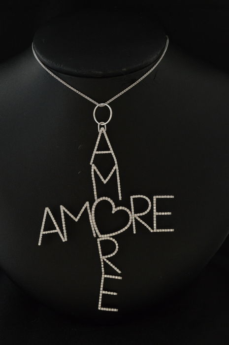 AMORE AMORE - 18 karat white gold diamond pendant, completely set with high-quality brilliants