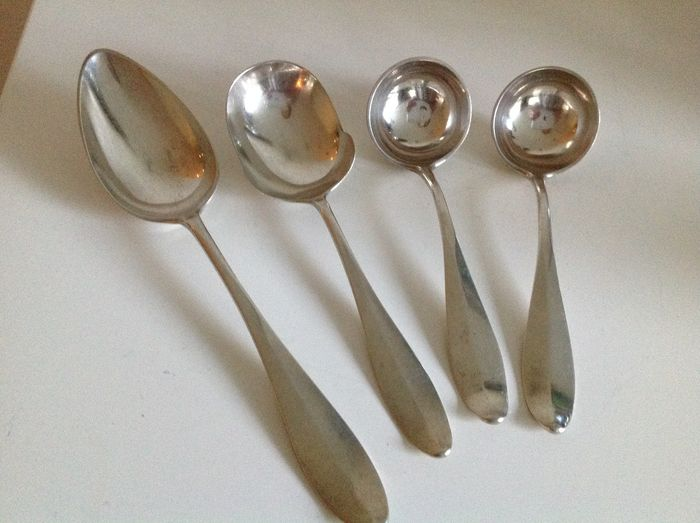Silver serving cutlery, consisting of a vegetable spoon, potato spoon and two gravy spoons