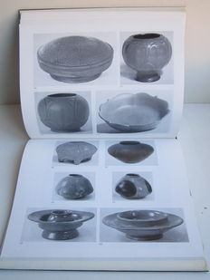 China; Mary Tregear - Catalogue of chinese greenware in the Ashmolean Museum Oxford - 1976