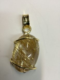 18 kt yellow gold pendant, with large rutilated quartz.