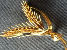 Brooch of 18 kt gold representing two spikes of wheat.