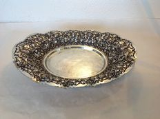 Silver Djokja bowl, richly decorated, large model on ball feet - Indonesia - ca. 1950