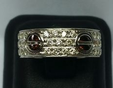18 kt white gold ring band with diamonds