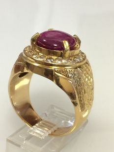 Gold ring with cabochon cut ruby and diamonds