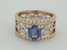 Bi-colour, 14 kt gold ring set with sapphire and diamond, approx. 2.10 carat in total.