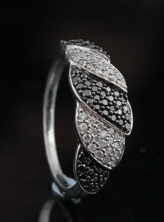 Sterling silver diamond ring total 0.48ct. Ringsize: 54,5; no minimum price