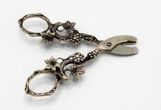 Silver grape scissors, Netherlands, 1943