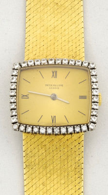 Patek Philippe (Geneve). Ladies' watch. 18 kt gold case surrounded by diamonds.