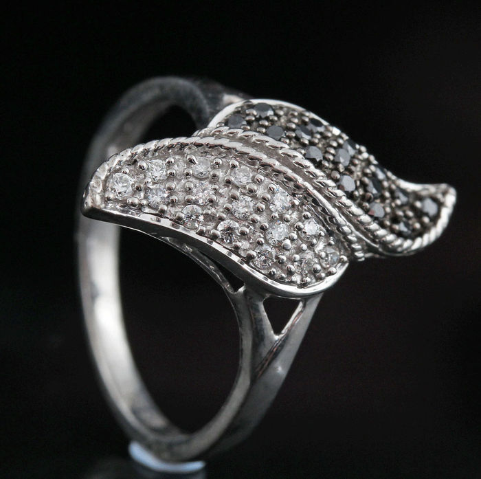 Sterling silver diamond ring total 0.26ct