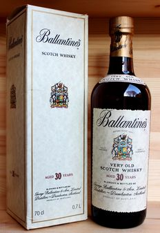 Ballantines aged 30 years 70cl 43%vol. Old style / Old bottling