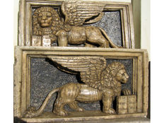 Rare pair of stone reliefs depicting the winged lion of Saint Mark - signed G. Lombardo - Venice - 16th century