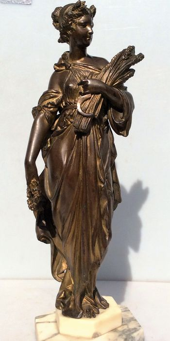 Bronze-coloured metal sculpture - supposedly depicting the Roman goddess Ceres - France - at the end of the 19th century