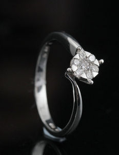 18kt gold diamond ring total 0.18ct.